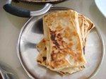 インド風のクレープ これとカレーなんかを一緒に食べる