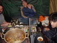 テントの中は熱気ムンムン